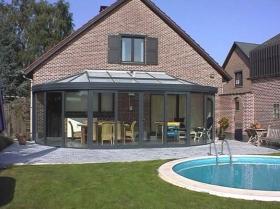 Suntec uit Rotselaar is gespecialiseerd in veranda's, pergola's en woonuitbreidingen.